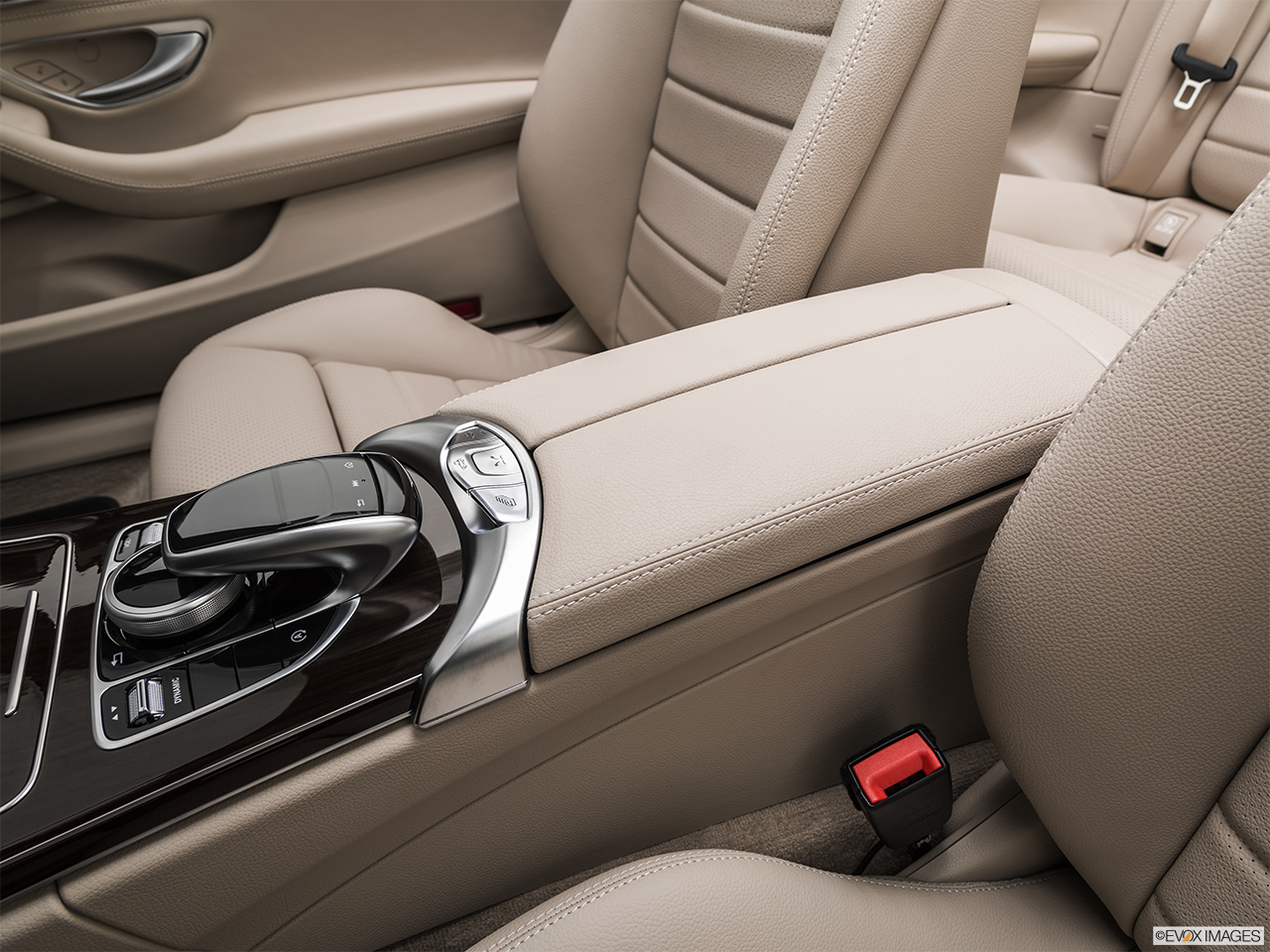2019 Mercedes-Benz C-Class Center Console