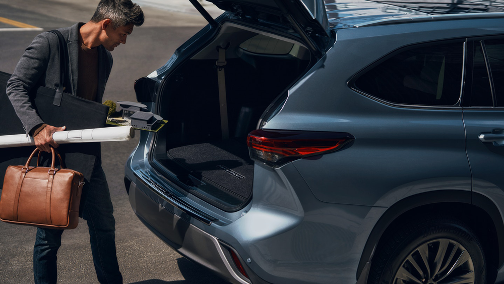 2021 Toyota Highlander Trunk Space Sycamore IL