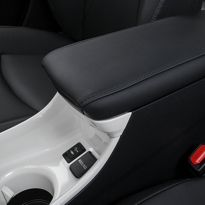 2016 Toyota Prius Cup Holders